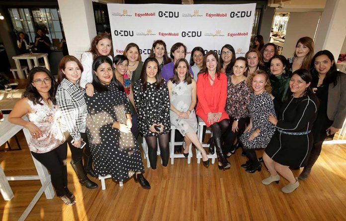 Graduadas mujeres empresarias Road to Growth